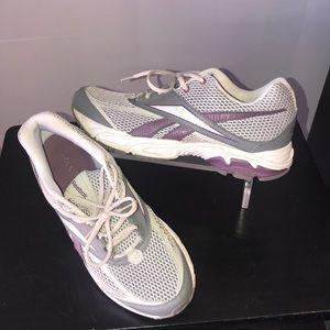 Woman's Reebok running shoe 👟 pre owned SZ 10